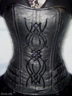 Selene's Corset from the vampire movie Underworld. Hand made by Espina Dorsal. Oh if only my bod could ever fit in this....
