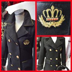Seguimos apostando por el negro... siempre elegante y  de tendencia!!! Chaquetas y chaquetones militares y navy... con botones dorados...  !!! Precio estupendo !!!   #snoopyalgorta #Getxo