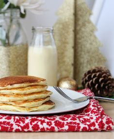 EGG NOG PANCAKES! Easy and festive eggnog pancakes. Perfect for Christmas Eve or Christmas morning!