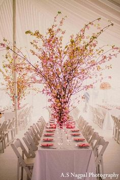 pretty, but looks like guests might get stuck in it. :-/   Floral & Decor http://maharaniweddings.com/gallery/photo/13603