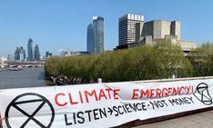 Emergencia climática: Protesta de Extinction Rebellion en Londres Screens, United Kingdom, London, Europe