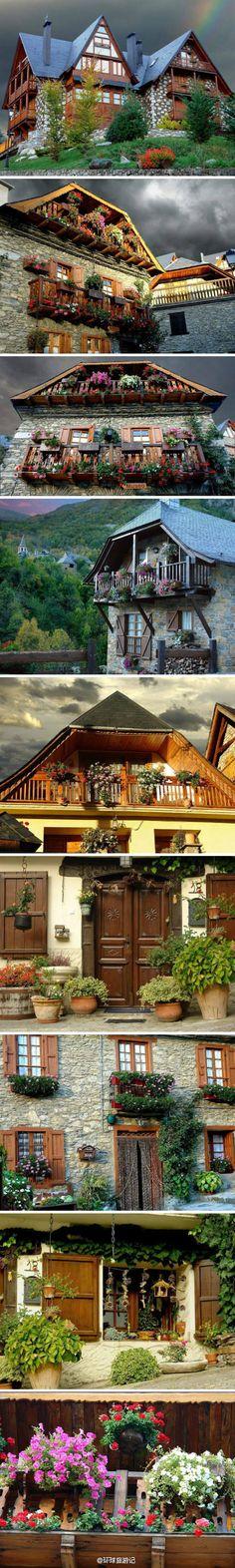 【西班牙乡村美景】幽雅别致的建筑,万紫千红的装点,与大自然融为一体。很美的风景!住在这里该有多美好。I dont know what these words are...but the houses are pretty!