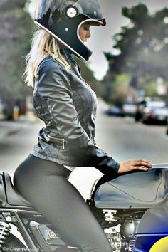 "Da Serie Motos e mulheres bonitas. Yamaha Cafe Racer ""Yamaha Whisperer"" by Greg Hageman - Photo by Erick Runyon Lady Biker, Biker Girl, Bullitt Bike, Motos Sexy, Blitz Motorcycles, Yamaha Motorcycles, Harley Davidson, Davidson Bike, Moto Cafe"