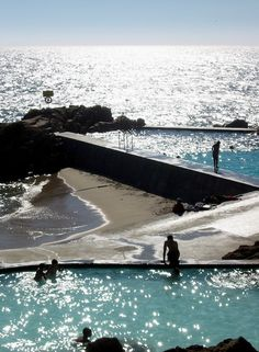 Alvaro Siza Vieira - Tidal Pool, Leca de Palmeira (Photo by Russell Light, August 2002)