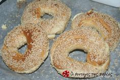 Great recipe for Koulouria from Thessaloniki with cheese. Koulouria or simitia are traditional bread rings, usually associated with Thessaloniki. This recipe is for koulouria that are stuffed with cheese. Recipe by Bya Greek Sweets, Greek Desserts, Greek Recipes, Greek Bread, Food Network Recipes, Cooking Recipes, The Kitchen Food Network, Greek Turkey, Thessaloniki