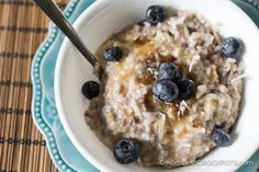 Crockpot Blueberry Oatmeal via @MomsWCrockpots