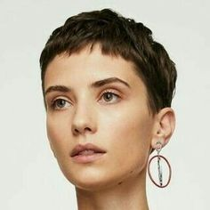 Mang Oded # Kurz # Kurzhaar # b # sh # coupe de cheveux # k . - - Mang Oded # court # cheveux courts # b # sh # coupe de cheveux # coupe courte Choppy Pixie Cut, Short Pixie Haircuts, Pixie Hairstyles, Haircut Short, Pixie Cuts, Asymmetrical Pixie, Long Pixie, Short Grey Hair, Very Short Hair