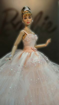 Audrey Hepburn : Barbie Doll  Beautiful!
