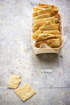 crackers al tahini e semi di nigella