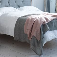 Love! Grey and pink blankets on white bed linen