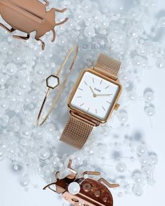 Two gifts for women with sophistication but int Stylish Watches, Luxury Watches, Women's Watches, Watches Online, Gold Watches, Jewelry Gifts, Jewelry Accessories, Women Jewelry, Jewellery