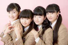 さくら学院(左から)野津友那乃、菊地最愛、水野由結、田口華