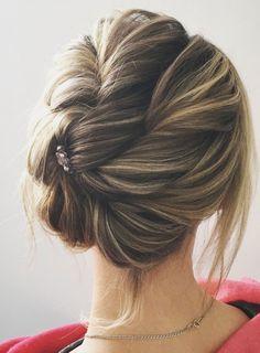 Beautiful half up half down wedding hairstyle idea...