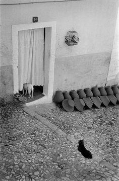 Henri Cartier-Bresson :: Alentejo, Portugal, 1955 / via yama-bato more [+] by this photographer Candid Photography, Documentary Photography, Urban Photography, Vintage Photography, Street Photography, Stunning Photography, Black And White City, Black White Photos, Black And White Photography