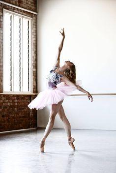 Esta chica quiere tocar los cielos! #Ballet