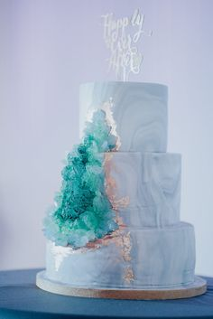 Blue/green marbled wedding cake with geode crystals {wedding photography: Omelette}