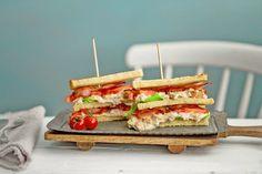 Superenkel og god club sandwich med kyllingsalat   Delikat