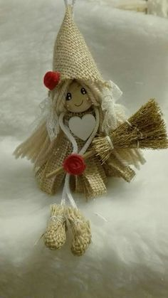 Burlap Christmas decorations are ideal for a Rustic Christmas decor or Farmhouse Christmas decor which is cozy & cute. Best Burlap Christmas ideas are here. Burlap Christmas Decorations, Burlap Christmas Tree, Rustic Christmas, Christmas Tree Ornaments, Christmas Wreaths, Christmas Crafts, Christmas Ideas, Christmas Christmas, Fall Crafts