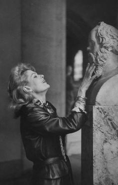 Melina Mercouri - Greek actress, singer and politician - with Socrates Die A, Werner Herzog, Greek Culture, We Are The World, Old Photos, Movie Stars, Actors & Actresses, Portrait Photography, Beautiful People