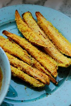 Batátové hranolky v polentové krustě s miso dipem   (2 porce)   Batátové hranolky    2 středně velké sladké brambory  ½ hrnku polenty...