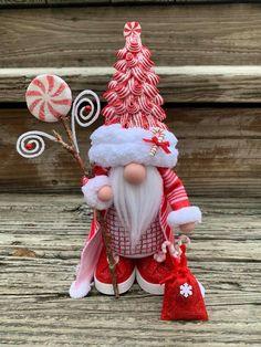 Christmas Ornament Crafts, Christmas Gnome, Christmas Projects, Holiday Crafts, Diy Craft Projects, Diy And Crafts, Homemade Art, Homemade Christmas Gifts, Xmas Decorations