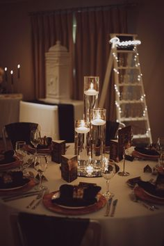 Ideas for a bride on her wedding day Bridal Shoot, Wedding Shoot, Wedding Bride, Wedding Table, Our Wedding, Wedding Earrings Drop, Bridal Earrings, Wedding Brochure, Wedding Breakfast