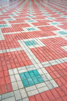 Brick Masonry, Brick Paving, Concrete Bricks, Concrete Crafts, Garden Tiles, Mosaic Garden, Brick Patterns, Floor Patterns, Driveway Edging