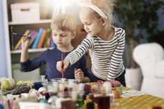 Painting the Easter eggs Royalty Free Stock Photography