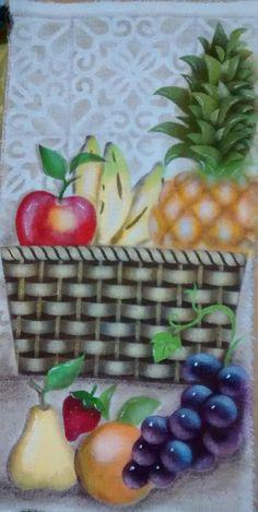 Pintura em tecido com estencil, executada por Denise Gomes Machado.