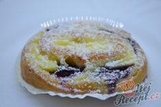 Šneci s vanilkovým pudinkem a borůvkami | NejRecept.cz Doughnut, Ale, Breakfast, Food, Morning Coffee, Ale Beer, Essen, Meals, Yemek