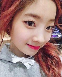 """좋아요 3,493개, 댓글 25개 - Instagram의 TWICE 트와이스 Dahyun 다현(@dahyun_98)님: """"다현아〜파이팅!! 💗 #dahyun #ダヒョン #多賢 #다현"""" Nayeon, South Korean Girls, Korean Girl Groups, Ulzzang, Mbti Type, Twice Once, Twice Dahyun, Twice Kpop, Fandom"""