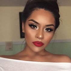 21 red lips make-up ideas - Prom Makeup Red Lip Makeup, Skin Makeup, Makeup For Red Dress, Red Eyeshadow Makeup, Makeup Looks With Red Lips, Red Lip Eye Makeup, Holiday Makeup Looks, Prom Makeup Brown Eyes, Eye Makeup For Prom