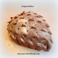 Marian Herkkupuoti: Käpykakku Finnish Recipes, No Bake Desserts, Yule, Sweet Recipes, Banana Bread, Muffin, Good Food, Food And Drink, Breakfast
