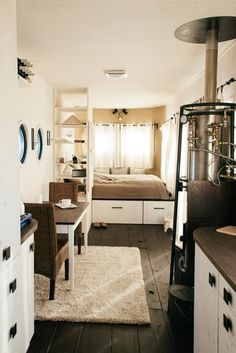 This is inside of a by 32 foot home. Well done! Manages to look like house instead of cramped quarters. The Wohnwagon provides 25 sq m sq ft) of living space Tiny House On Wheels, Small House Plans, Tiny House Living, Home And Living, Small Space Living, Living Spaces, Tiny Spaces, 6 Photos, Little Houses