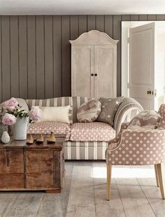 Living Room Decorating Ideas on a Budget - Shabby chic living room - http://myshabbychicdecor.com/shabby-chic-living-room-91/