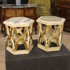Pair of Italian lacquered and gilded columns of the 20th century. Visit our website www.parino.it