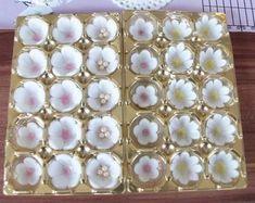 Kirschblüten aus Blütenpaste I Gumpaste cherry blossoms Tutorial I Fondant I T. Fondant Butterfly, Fondant Flowers, Sugar Flowers, Butterfly Cupcakes, Fondant Wedding Cakes, Wedding Cupcakes, Fondant Cakes, Fondant Baby, Cake Icing