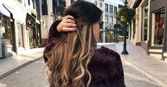 """Lust auf honigblonde Strähnen in brünetten Haaren à la J.Lo oder Jessica Alba? Dann ist die neue Haarfärbetechnik """"Tiger Eye"""" voll dein Ding."""