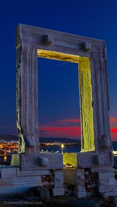 Discover Naxos, the largest Cycladic Island, used to be the center of the Cycladic civilization and a place of utmost importance during Venetian Era. #dreamingreece #naxos #greece #travel #travelguide #vacation #holidays #destination #beaches #greekislands #photography #cyclades