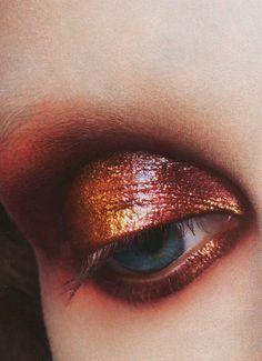 eyes makeup ilona kuodiene for elle russia dec 2007 Red Makeup, Makeup Inspo, Makeup Art, Makeup Inspiration, Beauty Makeup, Makeup Looks, Hair Makeup, Hair Beauty, Metallic Makeup