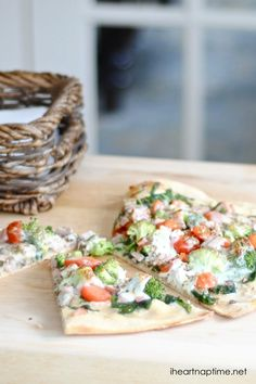 A healthy pizza recipe on iheartnaptime.com ...this looks delicious! #healthyrecipes