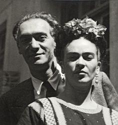 IlPost - Nickolas Muray e Frida Kahlo fotografati da Nickolas Muray, nel 1939 (©Frida Kahlo Museum) - Nickolas Muray e Frida Kahlo fotografati da Nickolas Muray, nel 1939 (©Frida Kahlo Museum)