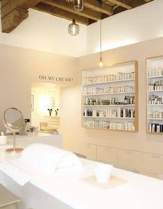 Schönheitssalon Design, Spa Store, Clinic Interior Design, Aesthetic Clinic, Beauty Salon Interior, Vanity Room, Cosmetic Shop, Makeup Store, Minimalist Home Interior