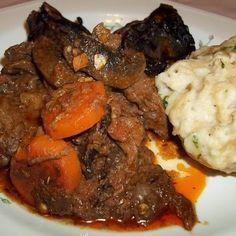 Egy finom Vörösboros-gombás szarvasragu zsemlegombóccal ebédre vagy vacsorára? Vörösboros-gombás szarvasragu zsemlegombóccal Receptek a Mindmegette.hu Recept gyűjteményében!