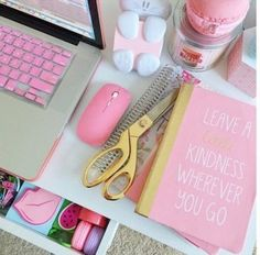 Desk Organization and Home Office Organization ideas - decorate and organize with pretty feminine office supplies to inspire you to stay organized Desk Supplies, School Supplies, Office Supplies, College Supplies, Feminine Office, Stylish Office, Material Didático, Cute Desk, Bedroom Desk
