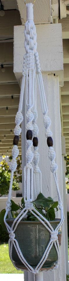 Macrame Plant Hanger Holder - i think i can do this