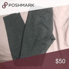 Splendid grey leggings Splendid grey leggings. Great condition. Worn maybe 3 times. Splendid Pants Leggings