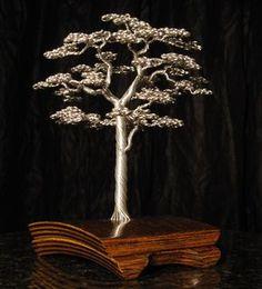 Artista torce fios de alumínio em belas esculturas de árvores 14