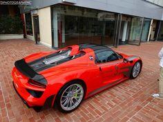 Roter Porsche 918 Spyder beschmutzt in Monaco Super Sport Cars, Super Cars, Porsche 918 Spyder, Porsche 2017, Porsche Boxster, Porsche Cars, Maserati, Bugatti, Monaco
