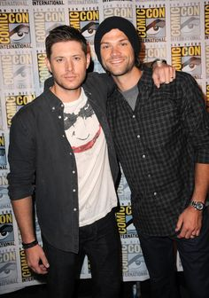 Yes, Jensen Ackles and Jared Padalecki were both at Comic-Con 2015! Click through to see their new pictures.